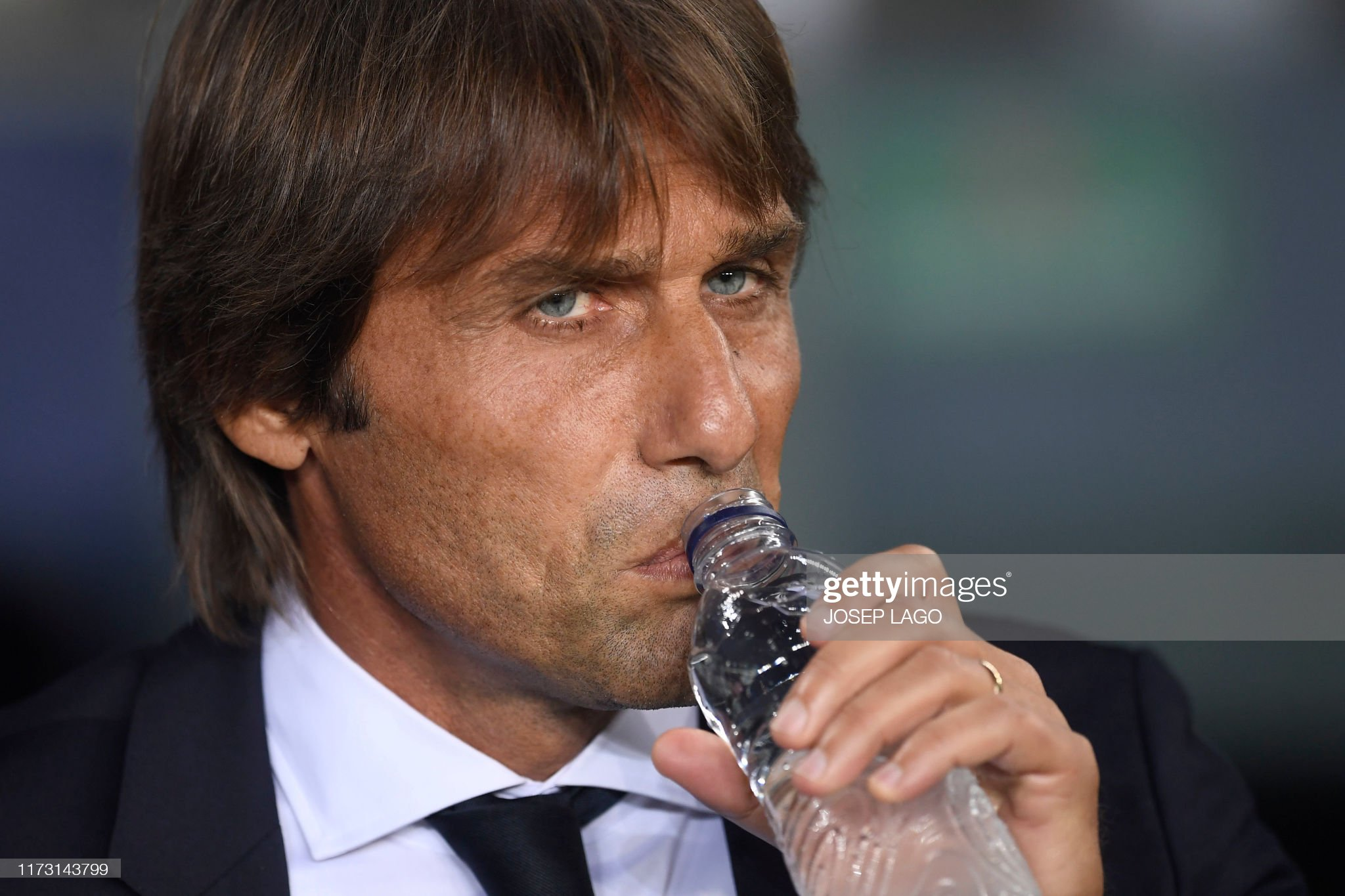 صور مباراة : برشلونة - إنتر 2-1 ( 02-10-2019 )  Inter-milans-italian-coach-antonio-conte-drinks-water-before-the-uefa-picture-id1173143799?s=2048x2048