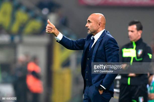 Inter Milan's Italian coach Luciano Spalletti gestures during the Italian Serie A football match Inter Milan Vs AC Milan on October 15 2017 at the...