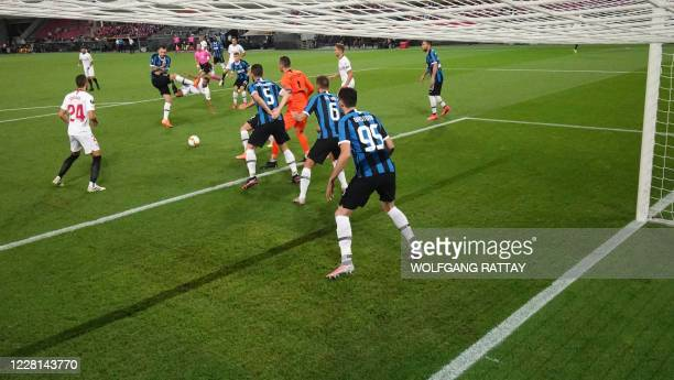 Inter Milan's Italian defender Alessandro Bastoni, Inter Milan's Dutch defender Stefan de Vrij, Inter Milan's Slovenian goalkeeper Samir Handanovic...