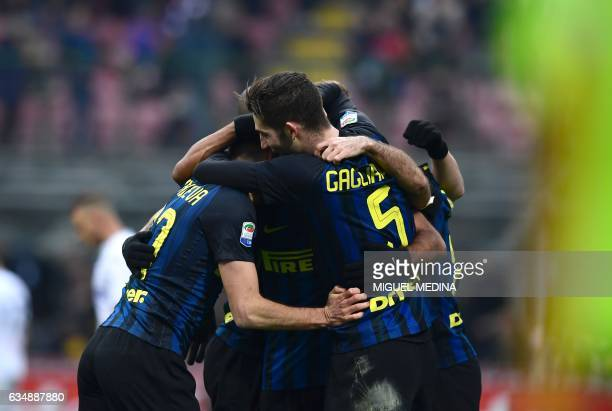 Inter Milan's Italian midfielder Antonio Candreva celebrates with teammates after scoring the second goal during the Serie A match between Inter...