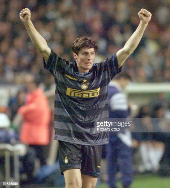 Inter Milan's Javier Zanetti exults after scoring the second goal, 06 May at the Parc des Princes Stadium in Paris during the 1998 UEFA soccer Cup...