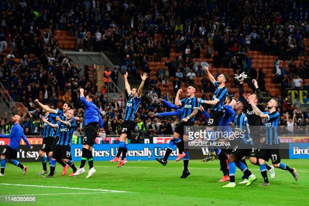 Inter Milan's players celebrate after winning the Italian Serie A football match between Inter Milan and Empoli on May 26, 2019 at the San Siro...