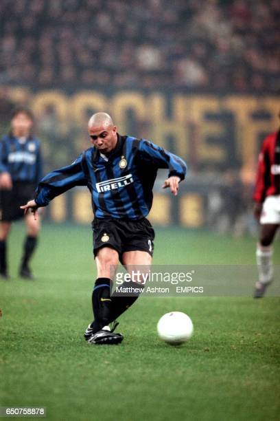 Inter Milan's Ronaldo gets in his last shot before being substituted at halftime