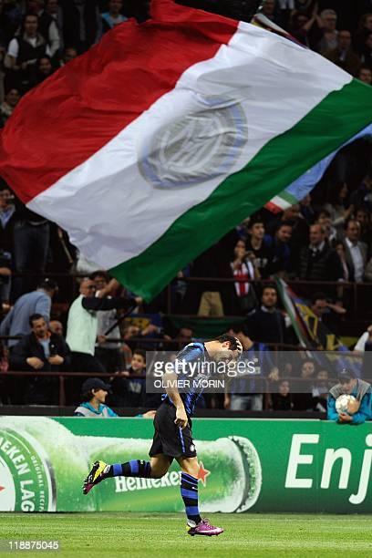 Inter Milan's Serbian midfielder Dejan Stankovic celebrates after scoring against Schalke during their UEFA Champions League quarter final, first leg...