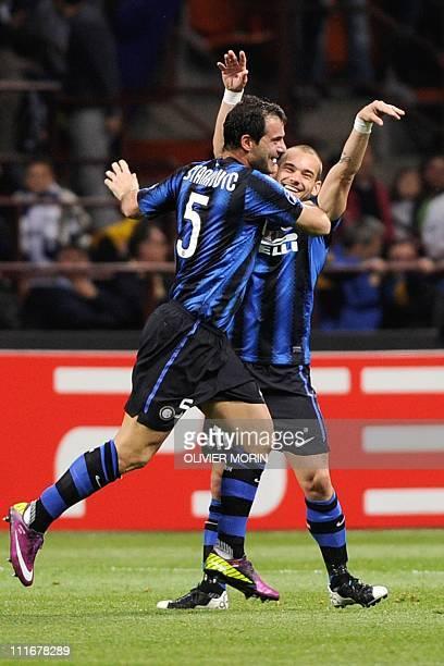 Inter Milan's Serbian midfielder Dejan Stankovic celebrates with Dutch midfielder Wesley Sneijder after scoring against Schalke during their UEFA...
