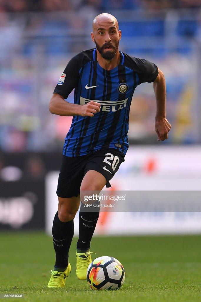 Inter Milan's Spanish midfielder Borja Valero controls the ball during the Italian Serie A football match Inter Milan vs Genoa at San Siro stadium in Milan on September 24, 2017. /
