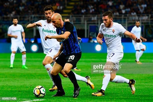 Inter Milan's Spanish midfielder Iglesias Borja Valero vies with Fiorentina's Italian midfielder Marco Benassi and Fiorentina's French midfielder...
