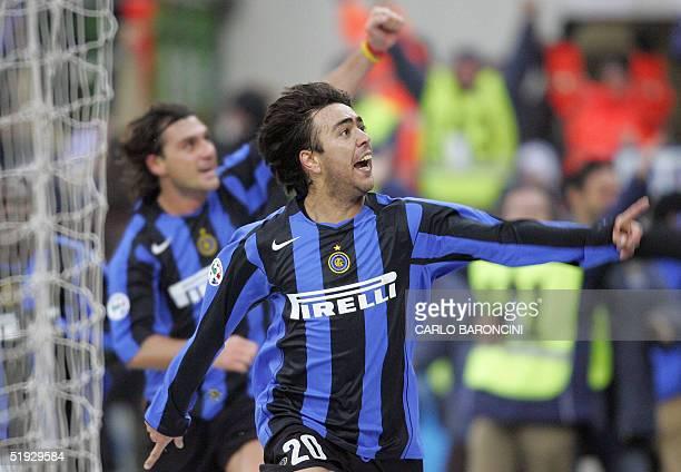 Inter Milan's Urugayan forward Alvaro Recoba celebrates with teammate Christian Vieri after he scored against Sampdoria during their Italian serie A...