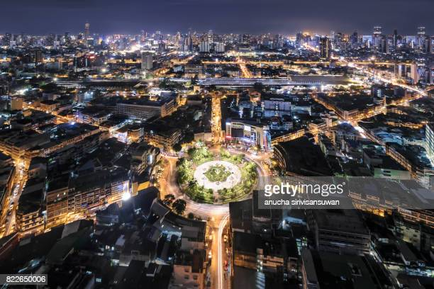 interchange highway traffic beautiful at night , bird eye view in bangkok , bangkok , thailand . - top foto e immagini stock