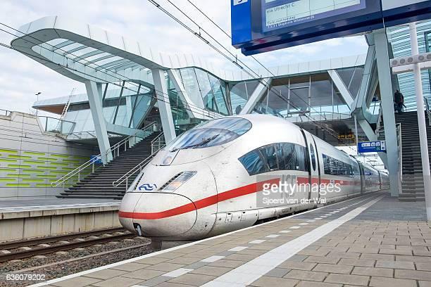 """ice, tren de alta velocidad intercity express llegando a la estación - """"sjoerd van der wal"""" fotografías e imágenes de stock"""