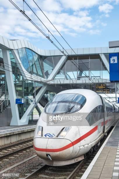 Eis - Intercity Express-High-Speed-Zug Ankunft am Bahnhof