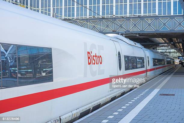 """ice -intercity express- high speed train arriving in amsterdam - """"sjoerd van der wal"""" stockfoto's en -beelden"""
