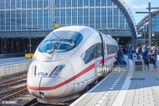 ICE - Intercity Express-hoge snelheid trein aankomst in Amsterdam