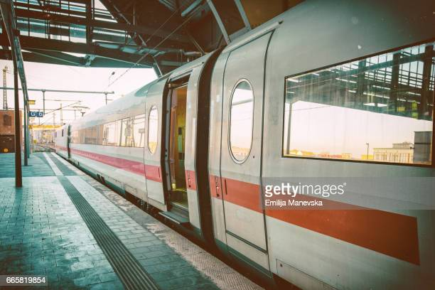 intercity-express (ice) train at platform - 地下鉄駅 ストックフォトと画像