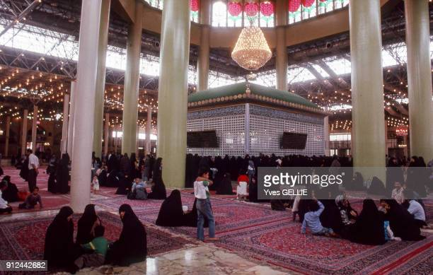 L'interieur du mausolee de l'ayatollah Khomeini a Teheran Iran