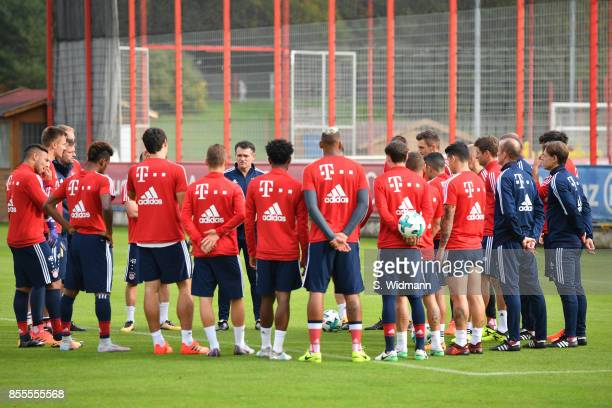Interim coach Willy Sagnol of FC Bayern Muenchen talks to his team during a training session at Saebener Strasse training ground on September 29 2017...