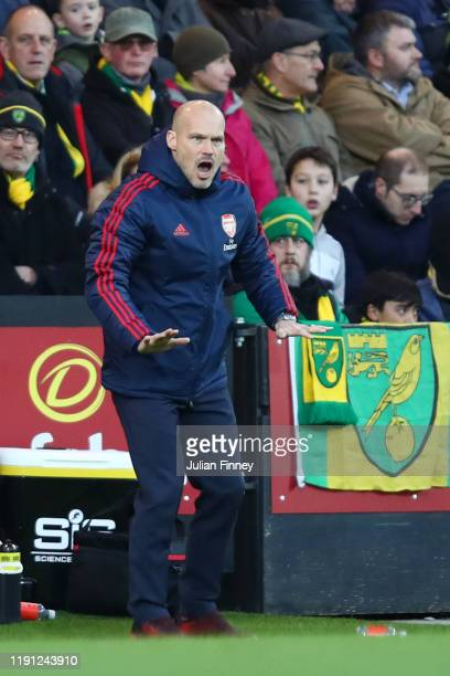 Interim Manager of Arsenal Freddie Ljungberg instructs his side during the Premier League match between Norwich City and Arsenal FC at Carrow Road on...