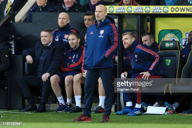 Interim Manager of Arsenal Freddie Ljungberg next to Per Mertesacker during the Premier League match between Norwich City and Arsenal FC at Carrow...