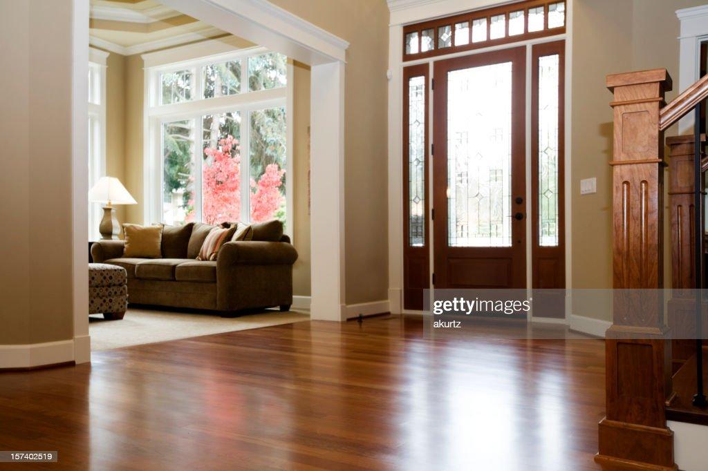 architecture intérieure luxe Foyer avec de beaux parquets en bois dur house : Photo