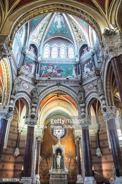 Innenarchitektur der französischen Ars-Sur-Formans Basilika religiöse Kirche Wahrzeichen für Pilger