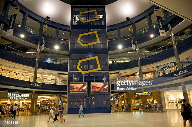 Interior atrium at Mall of America, the largest mall in the USA, located in the Twin Cities suburb of Bloomington, Minnesota, Midwest, USA