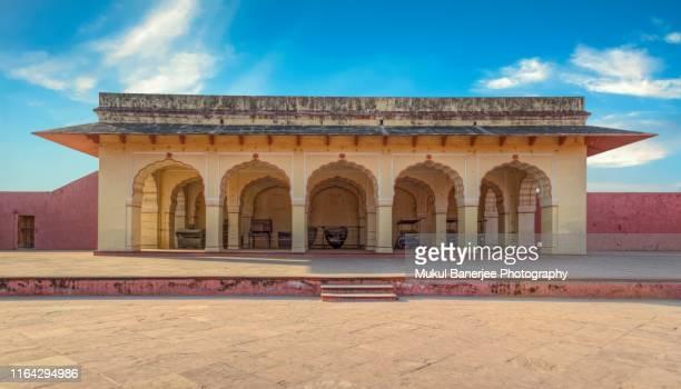 interior buildings inside the jaigarh fort palace at amer near jaipur, rajasthan, india - amber fort stockfoto's en -beelden