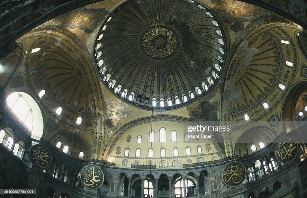 Interior dome of Hagia Sophia (Aya Sofya), low angle view : Foto stock