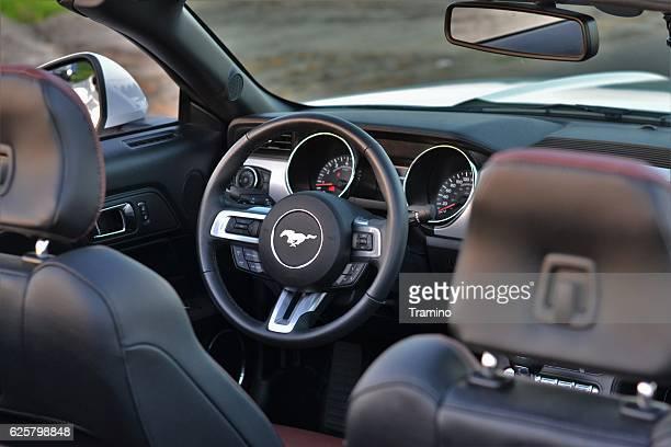 interior in a ford mustang - ford stock-fotos und bilder