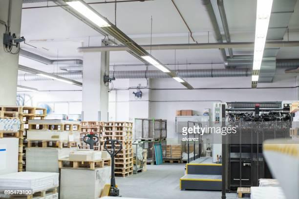 印刷機の倉庫の内部