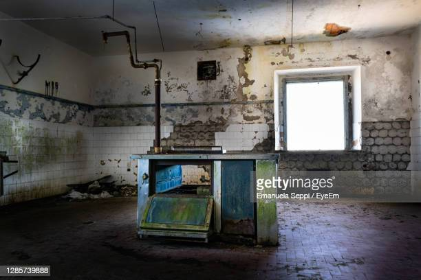 interior of abandoned building. looted kitchen - treviso italy stock pictures, royalty-free photos & images