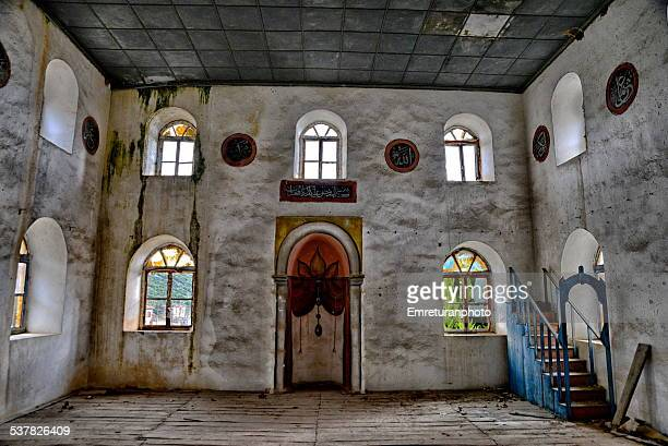 interior of abandoned doganbey mosque - emreturanphoto stock-fotos und bilder