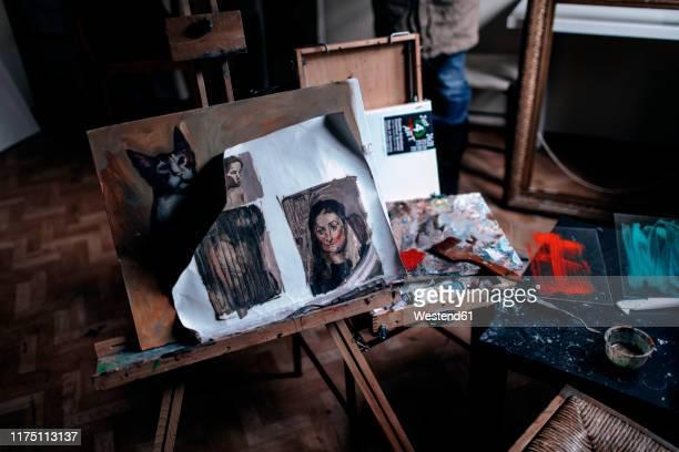 interior of an art studio - staffelei stock-fotos und bilder