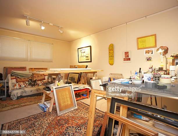 interior of art studio - 美術スタジオ ストックフォトと画像