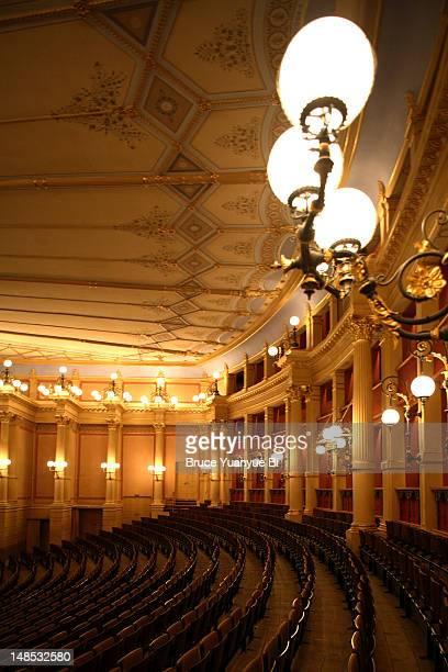 interior of bayreuth festival theatre. - bayreuth festival theatre photos et images de collection