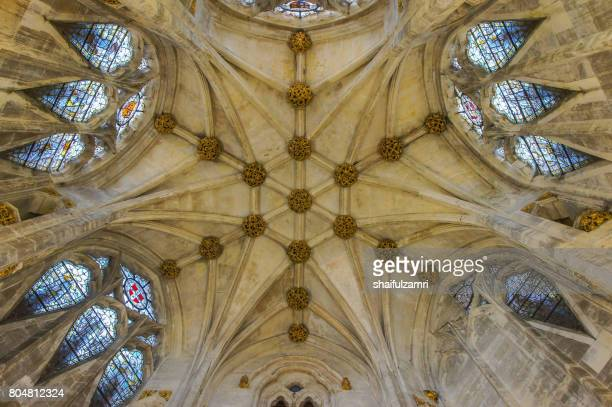 interior of bristol cathedral in united kingdom - shaifulzamri foto e immagini stock