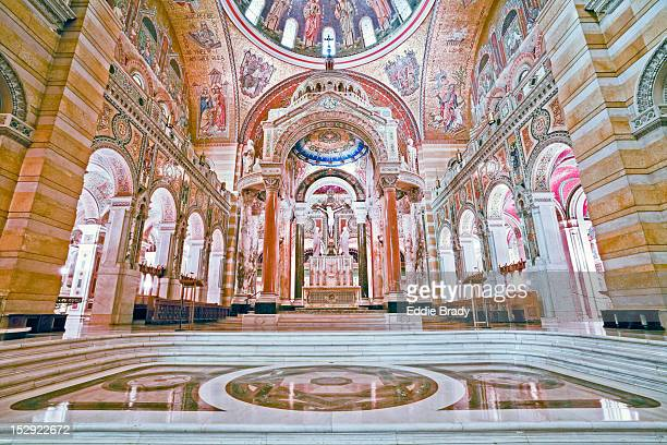 interior of cathedral basilica of saint louis. - basilica stock pictures, royalty-free photos & images