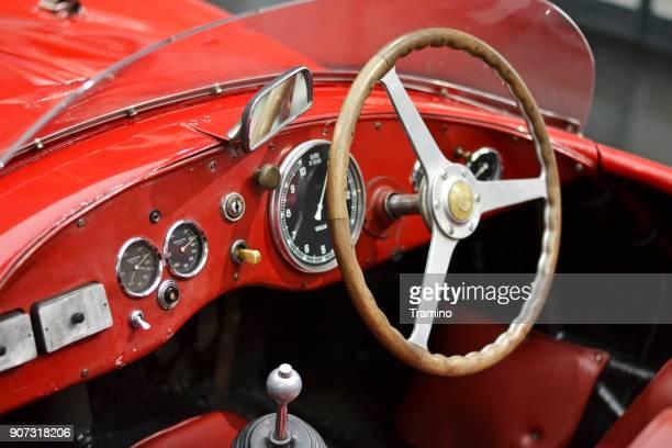 interior del vehículo de alfa romeo clásico - alfa romeo fotografías e imágenes de stock