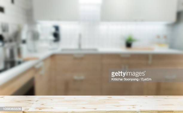 interior of defocused kitchen - keuken stockfoto's en -beelden