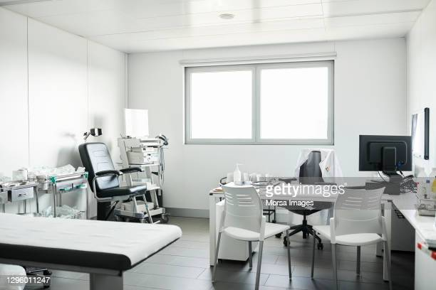 interior of doctor's office in hospital - doctor's office stock pictures, royalty-free photos & images
