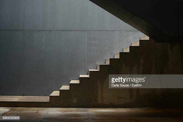 interior of empty building - staircase stock pictures, royalty-free photos & images