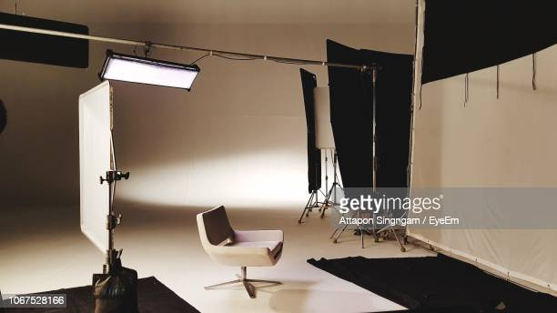interior of film studio - fotosession stock-fotos und bilder