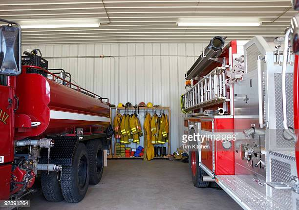 interior of firehouse - fire station - fotografias e filmes do acervo