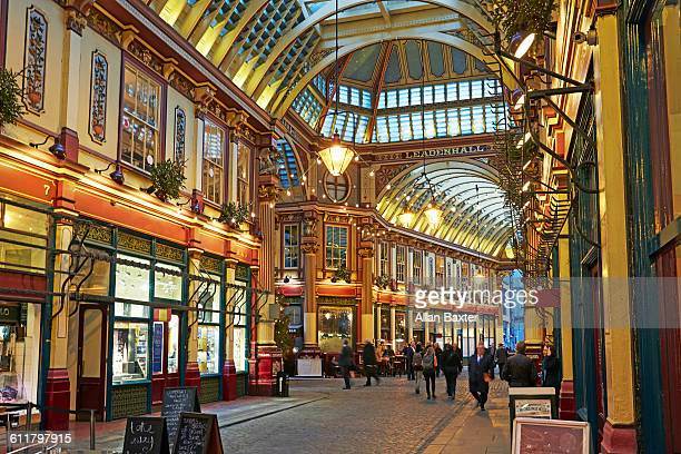 interior of leadenhall market at christmas - レドンホールマーケット ストックフォトと画像