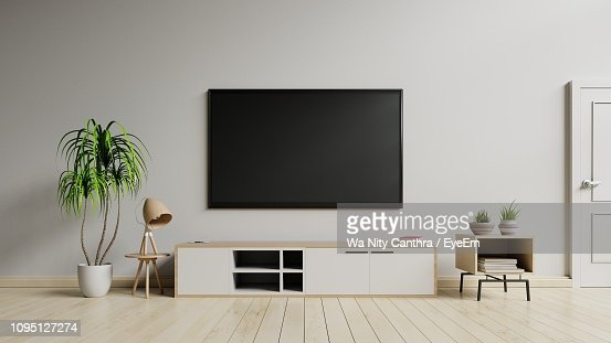 18 846 Living Room Tv Photos And Premium High Res Pictures Getty Images