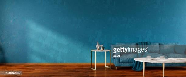 intérieur de la salle de séjour avec panorama de sofa bleu - turquoise bleu photos et images de collection