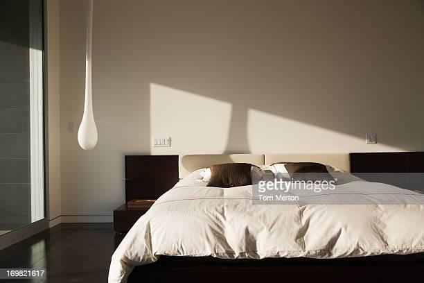 インテリアのモダンなベッドルーム