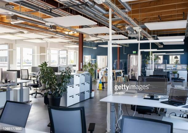 interno del moderno ufficio open plan - condizione foto e immagini stock