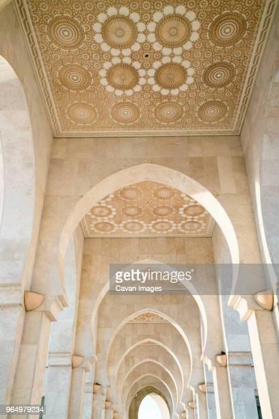 interior of mosque hassan ii - mosque hassan ii photos et images de collection