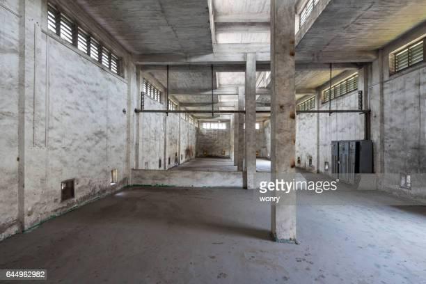 Innenraum der alten und verlassenen Fabrik Lager