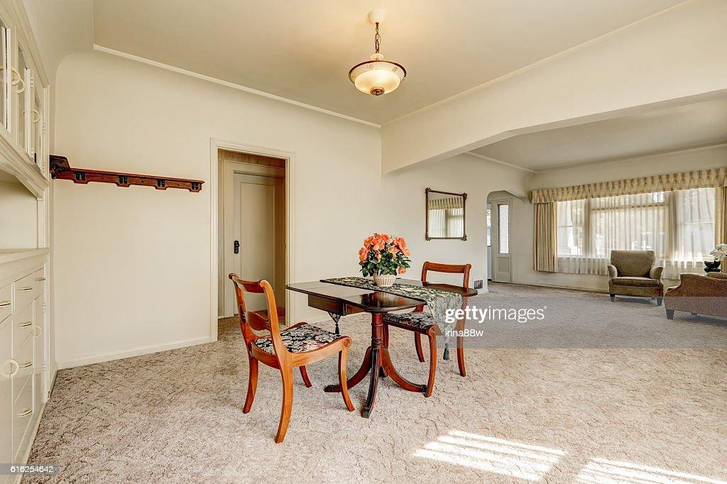 Interior of retro style dining room with carpet floor : Foto de stock